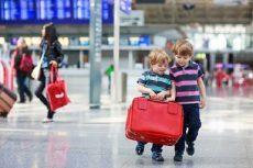 Những quy định mới về giá vé trẻ em khi đi máy bay