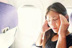 Tại sao đi máy bay về bị ù tai ?